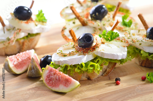 In de dag Buffet, Bar Fingerfood mit Ziegenkäse und Oliven