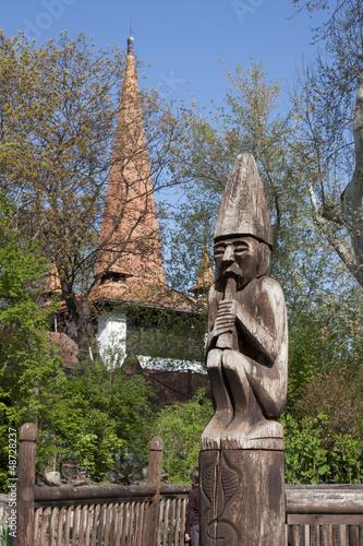 Budapest  - Giardino zoologico -scultura legno - 48728237