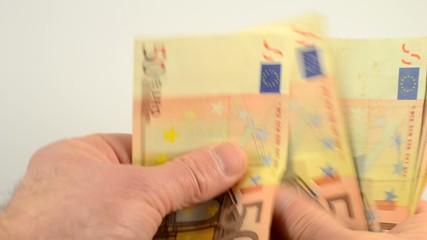 Mit Euro - Banknoten bezahlen