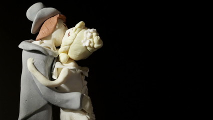 Wedding cake figurines kiss.