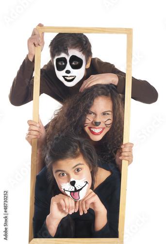 canvas print picture geschwister mit panda, hund und katze schminke