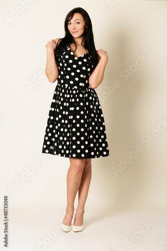 moderne Frau im Abendkleid
