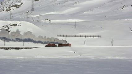 treno tra la neve