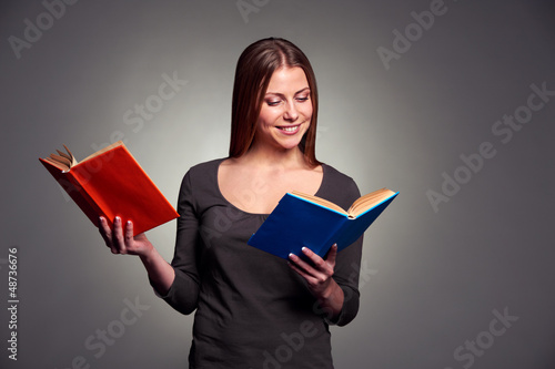 woman reading the books
