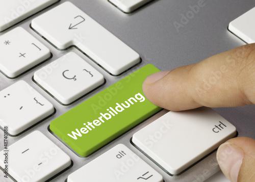Leinwandbild Motiv Weiterbildung Tastatur. Finger