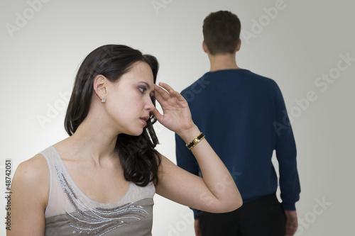 Femme émue après une dispute avec son conjoint
