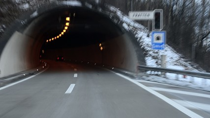 Fahrt durch den Tunnel