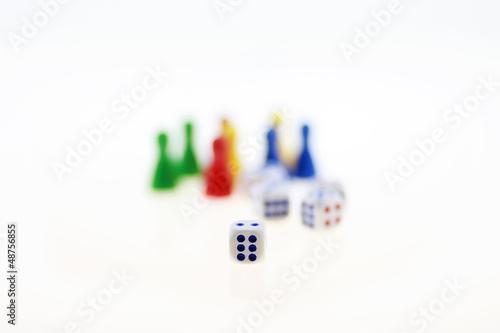 Würfel mit Spielfiguren