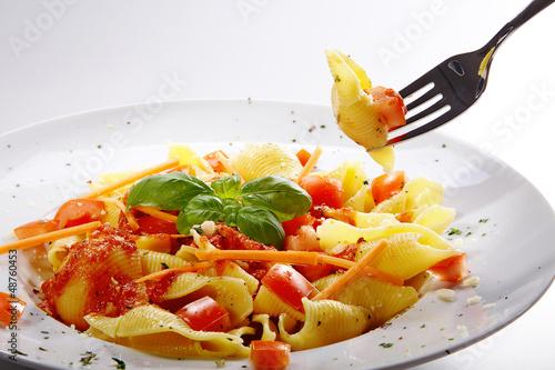 Pasta Nudeln mit Soße und Gabel