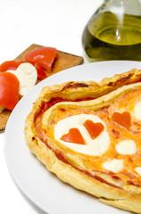 Pizza San Valentino e cuore di caprese