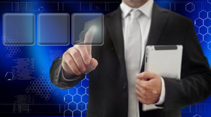 Doigt pressant un bouton sur un ecran tactile