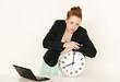 Geschaftsfrau mit Laptop und Uhr