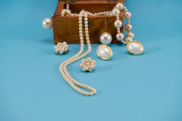 pearl jewelry necklace retro wooden box blue