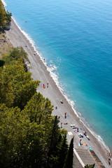 Фрагмент моря и пляжа по диоганали