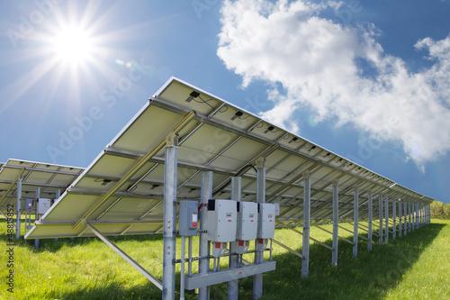 Solarpark 3 mit Sonne - 48815852
