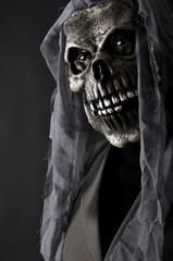 Mann mit Horrormaske