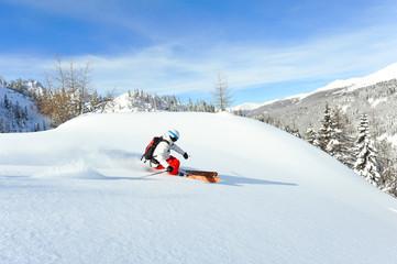 Wintertraum - Skifahrer im Tiefschneehang
