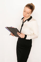 junge Geschäftsfrau mit Unterlagen