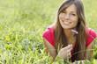 canvas print picture - Glückliche Frau hält eine lila Blume in der Wiese