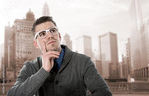 mann in großstadt