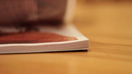 sfoglia pagine di libro, rivista o catalogo