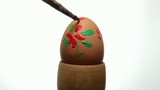 decorating an easter egg, close up
