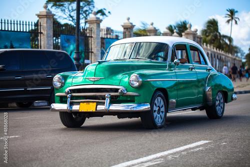 Foto op Plexiglas Oude auto s Karibik Kuba Havanna Oldtimer auf der Strasse