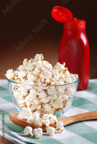 pop corn in ciotola di vetro