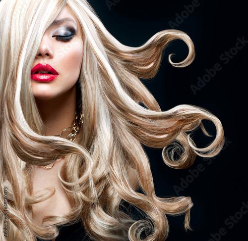 Blond włosy. Piękna seksowna blondynka