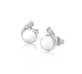 Elegance pearl and diamond earrings  isolates on white backgroun