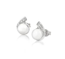 Elegance pearl and diamond earrings  isolates on white backgroun