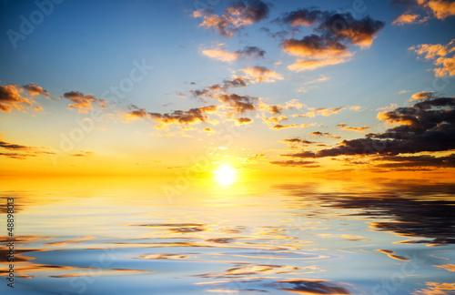Zdjęcia na płótnie, fototapety na wymiar, obrazy na ścianę : Sky background and water reflection.