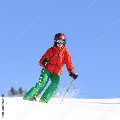 Skifahrerin mit einem Lächeln