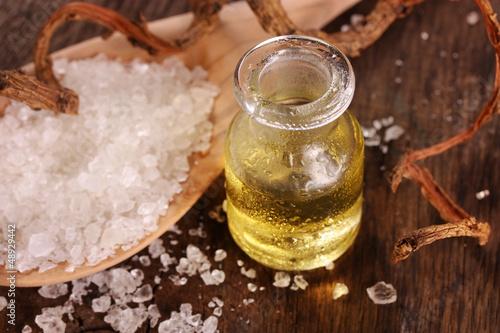 Leinwanddruck Bild Wellness mit Aromaöl und Badesalz