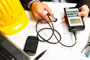 techincal inspector with electronic microtest device