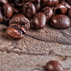 chicchi di caffè fotografati in macro
