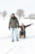 Paar im Winterurlaub