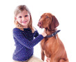 Kleines Mädchen mit ihrem Hund