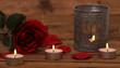 Teelichter mit Rose und Rosenblätter