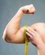 man measuring bicepsc