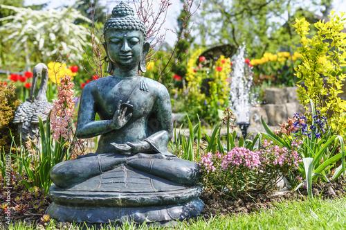 Gartenensemble mit Buddha