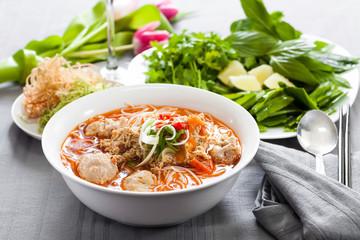 Vietnamesische Reisnudel mit Krabben