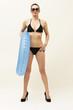 Frau mit Bikini und Schwimmreifen