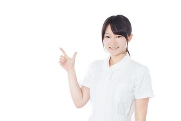 指差す女性看護士