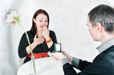 Man propose marriage to woman