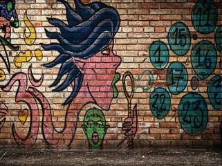 muro di mattoni con graffiti