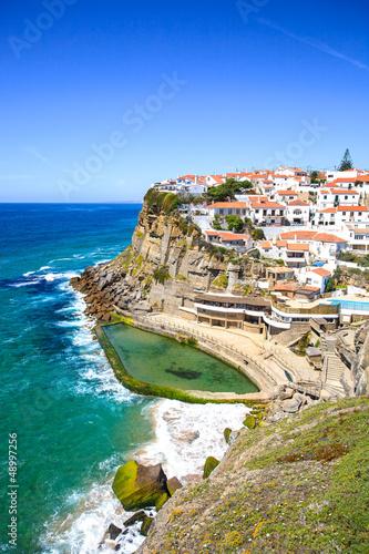 Leinwandbild Motiv Azenhas do Mar white village, cliff and ocean, Sintra, Portugal.