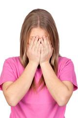 Adolescent dépressive couvrant son visage