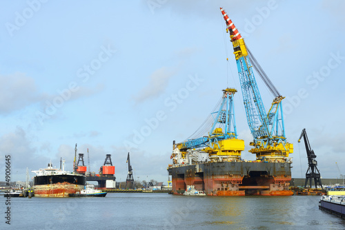 crane vessel and oil tanker