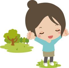 公園で深呼吸する若い女性